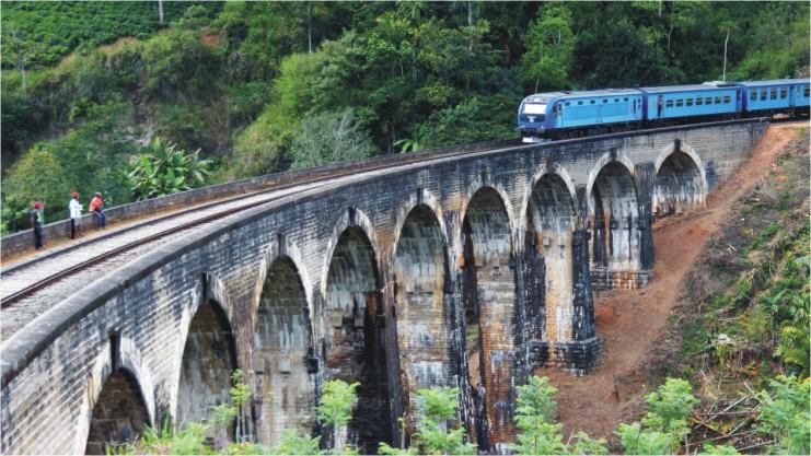 Walk on the Nine Arch Bridge in Sri Lanka